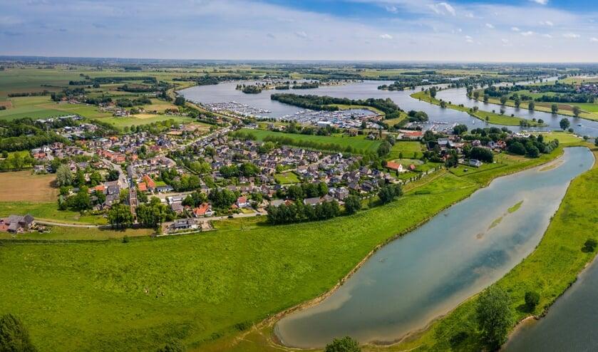 Een panorama van het watersportgebied bij Maasbommel.