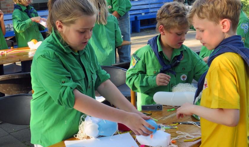 Leden van Scouting Weurt tijdens een activiteit.