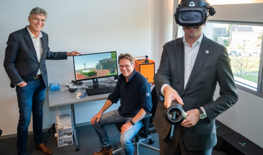 <p>V.l.n.r.: Willy Brink, Johan Reijers en Nick Derks (met VR-bril).</p>