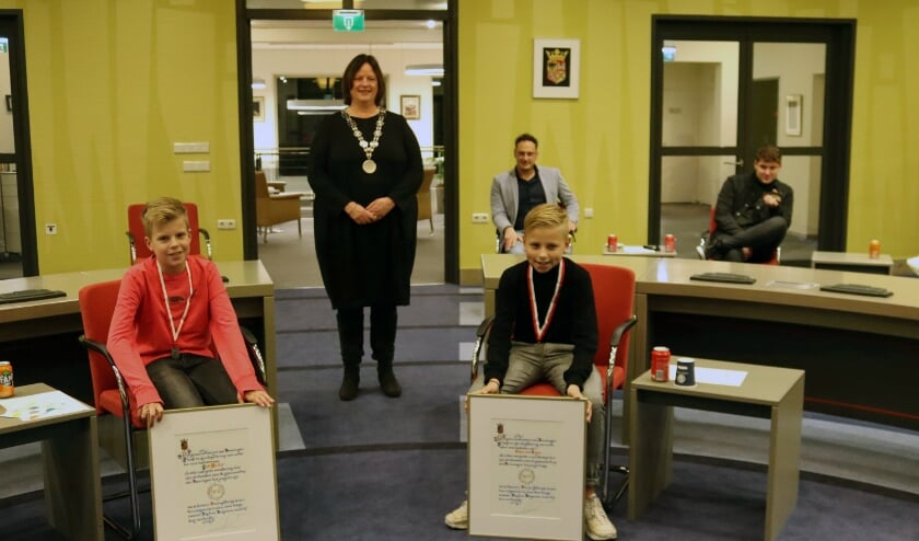 <p>Job Heller, burgemeester Daphne Bergman en Stijn van Ingen.</p>