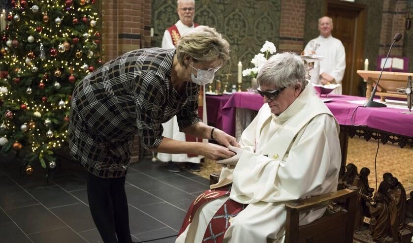 <p>Emeritus pastor Jan de Waal werd onderscheiden met het Andreaskruisje.&nbsp;</p>