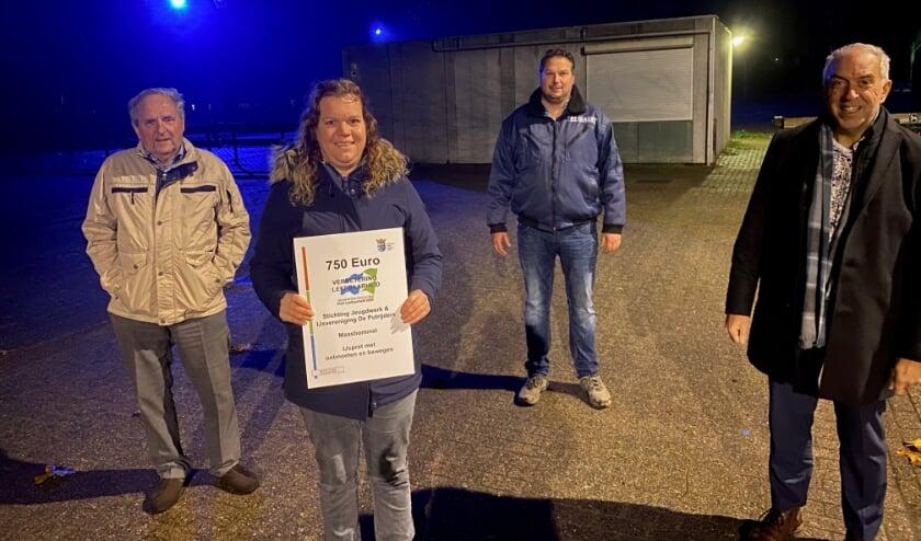 <p>Stichting Jeugdwerk Maasbommel en IJsvereniging De Putrijders Maasbommel ontvingen in december 2020 een beloning voor hun initiatief op gebied van leerbaarheid.</p>