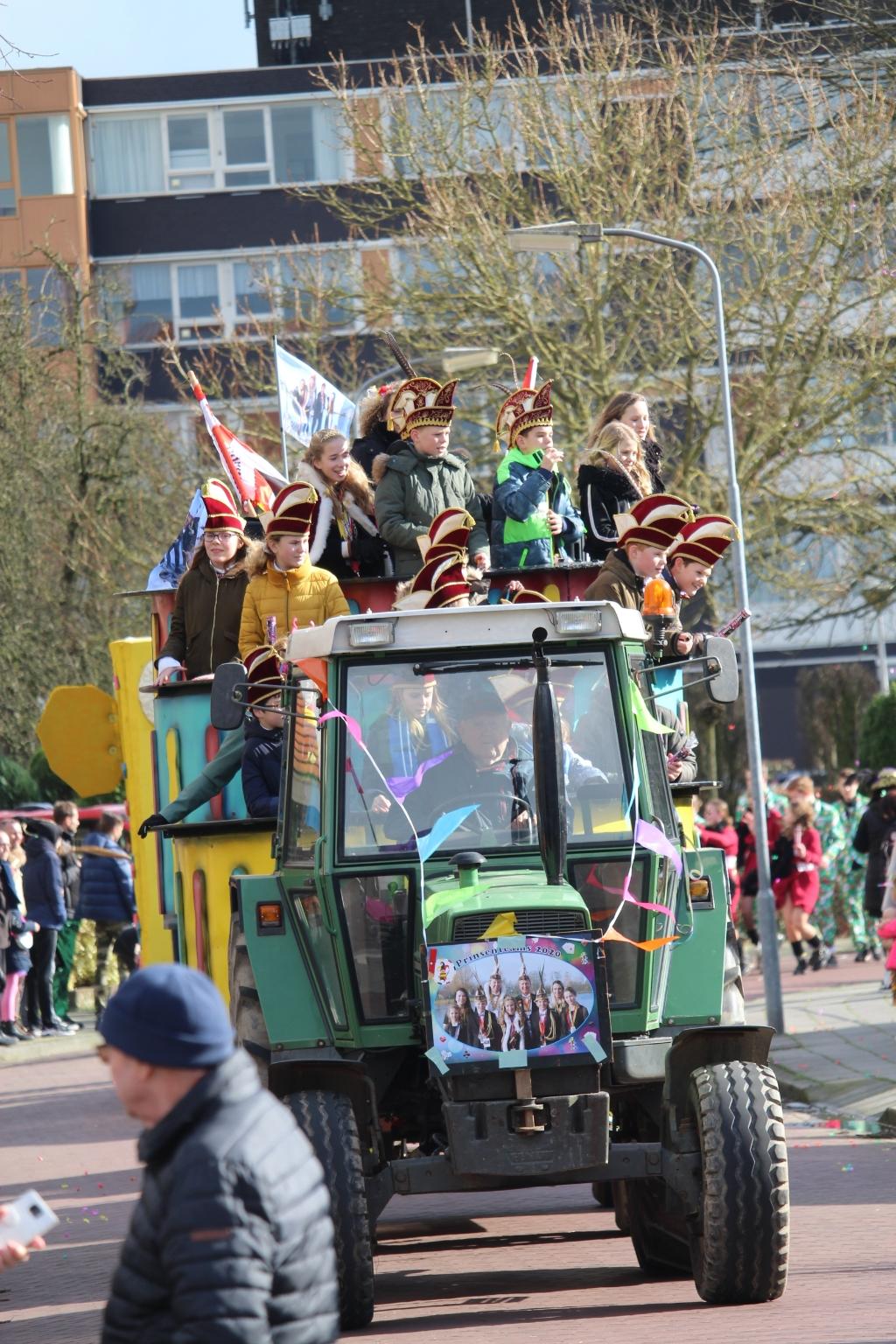 Carnavalsoptocht in Ewijk  Foto: Jos Courbois © DeMaasenWaler