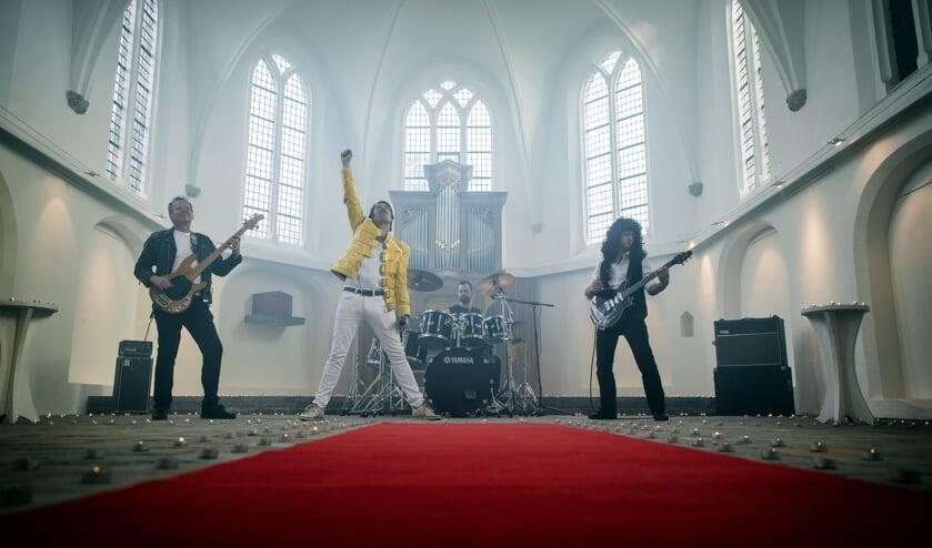 De formatie van de band Queen Must Go On.