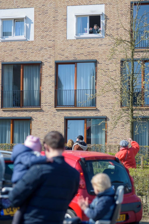 bewoners van de kasteelhof genoten afgelopen zaterdag van een concert. Foto: John van Gelder © DeMaasenWaler