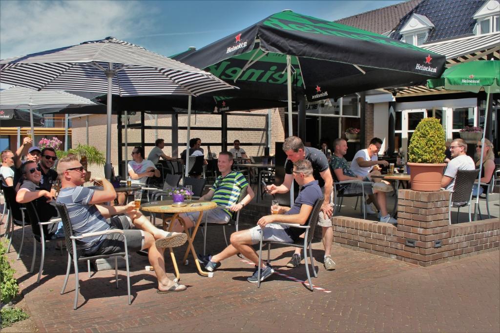 Terrassen weer open in Maas en Waal, De Twee Linden Beneden-Leeuwen Foto: Reinier Jansen © DeMaasenWaler