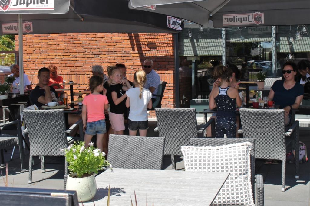 Terrassen weer open in Maas en Waal, De Rosmolen in Beneden-Leeuwen Foto: Reinier Jansen © DeMaasenWaler