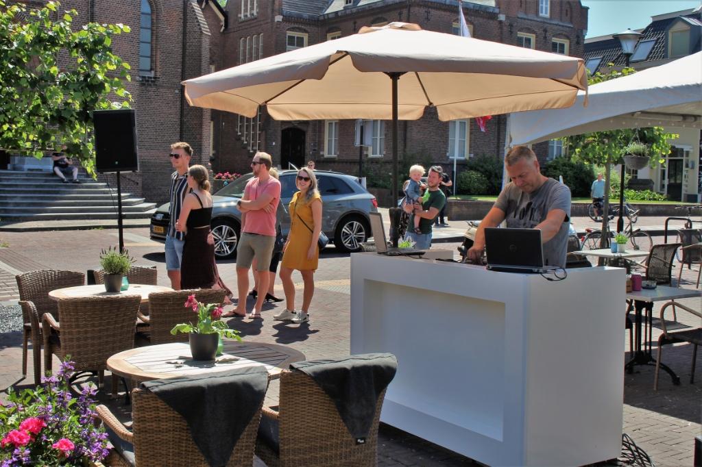 Terrassen weer open in Maas en Waal, De Gouden Leeuw Druten Foto: Reinier Jansen © DeMaasenWaler