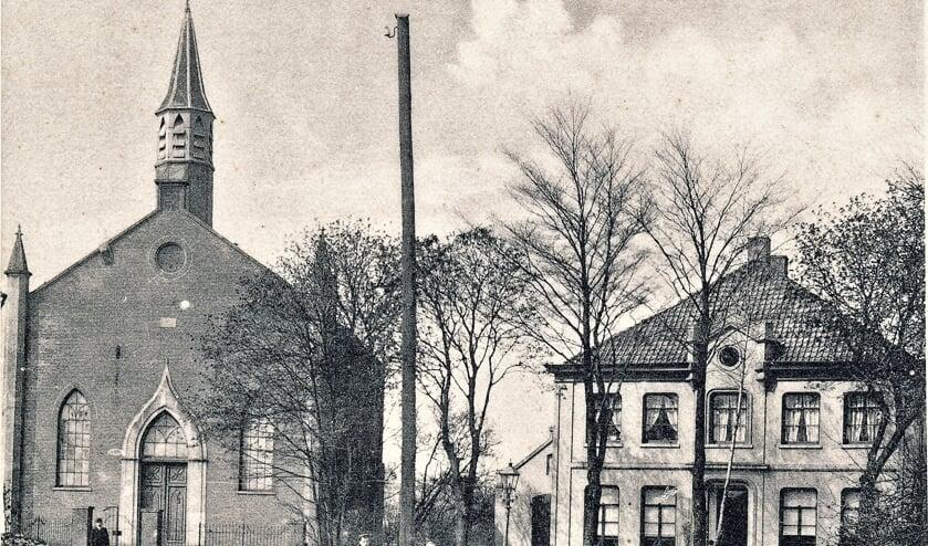 De Protestantse Kerk en Pastorie plm. 1915.