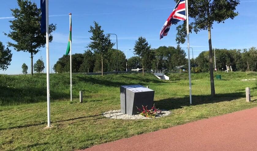 Stil eerbetoon bij het Lancaster monument.