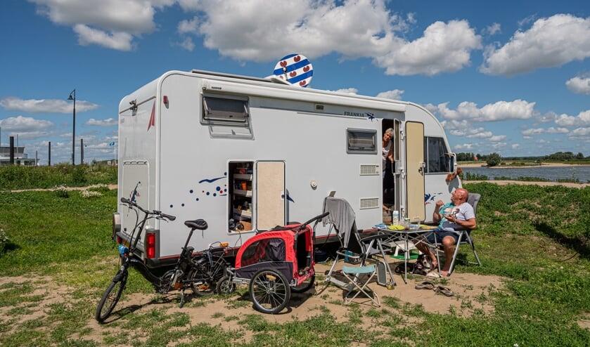 Friese kampeerders genieten van het uitzicht.