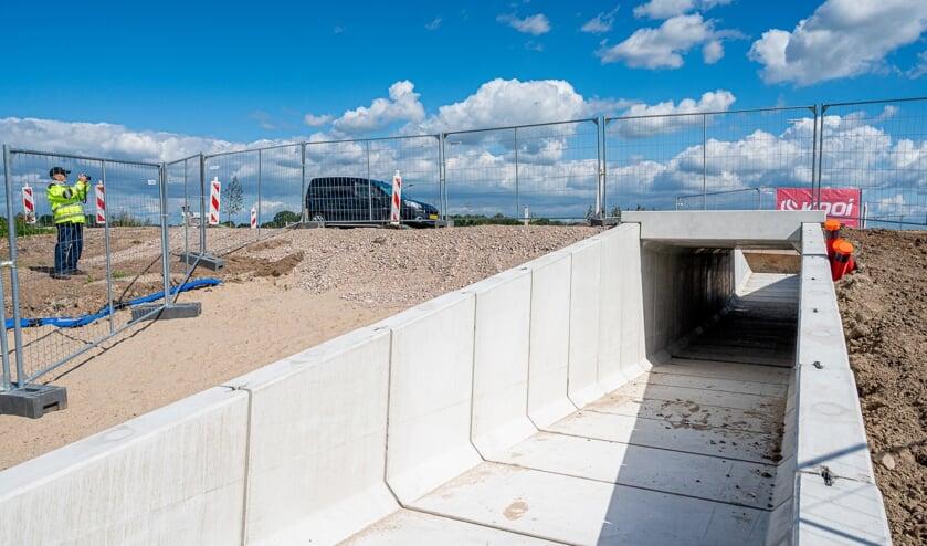 De tunnel voert onder de Van Heemstraweg door.