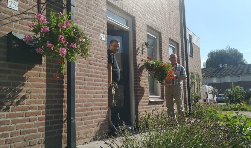 Bewoner Geert en initiatiefnemer Jos in de wijk Bieskamp
