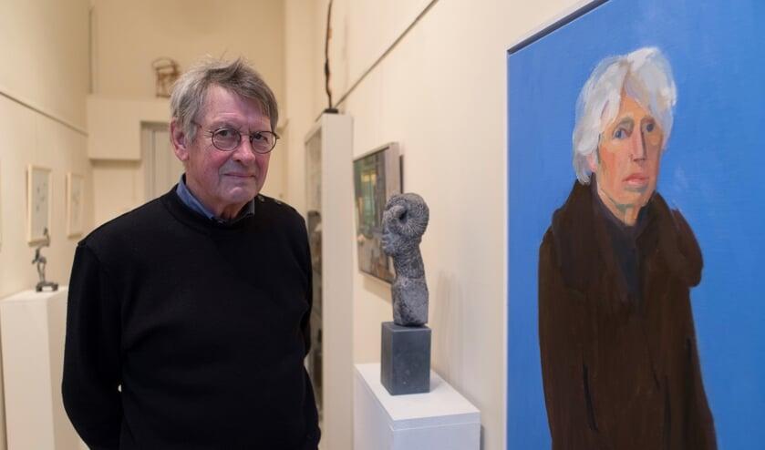 Ad Merx bij een recent portret van Marion.