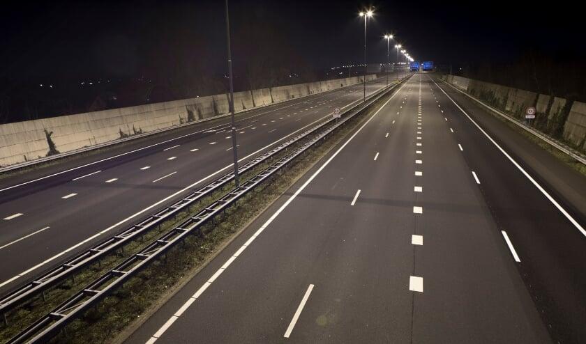 Snelweg A50 bij Ewijk tijdens de avondklok.