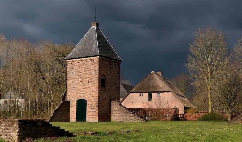 <p>Donkere wolken boven het park Den Blankenburgh.</p>