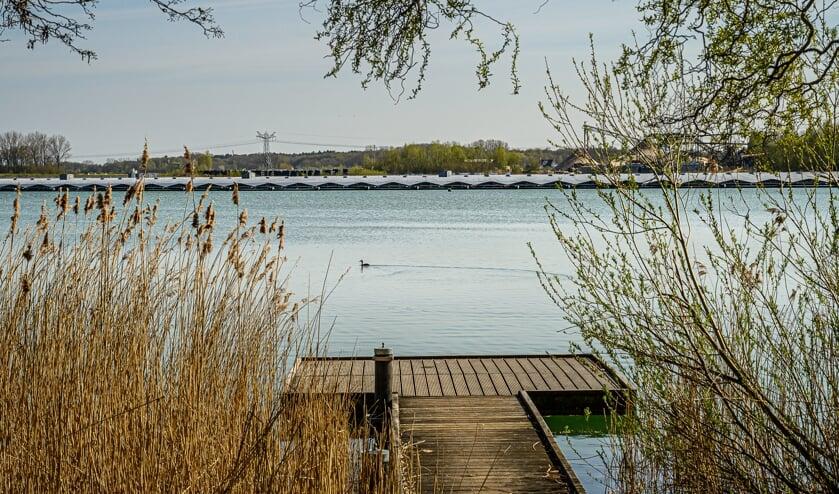 <p>Zonnepark op de Uivermeertjes in Deest in aanbouw.</p>
