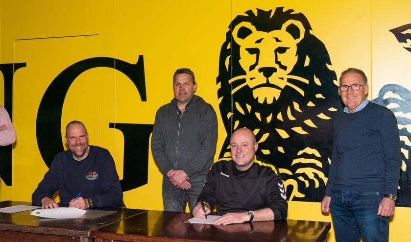 Contract ondertekening trainers Dames en MO19 teams bij Leones