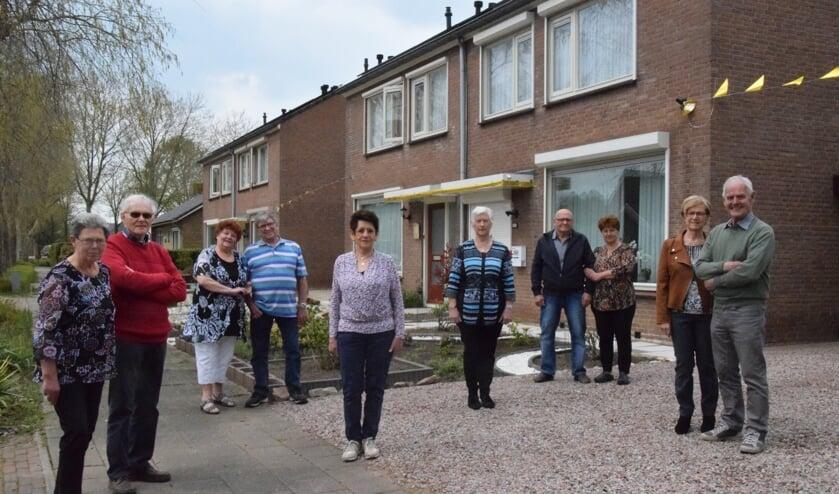 <p>V.l.n.r.: Riek en Jan van Ooijen, Hennie en Hein van Maurik, Nellie Derks, Annelies van Ooijen, Jo en Cilia de Leeuw, Hennie en Henk van Rossum.</p>