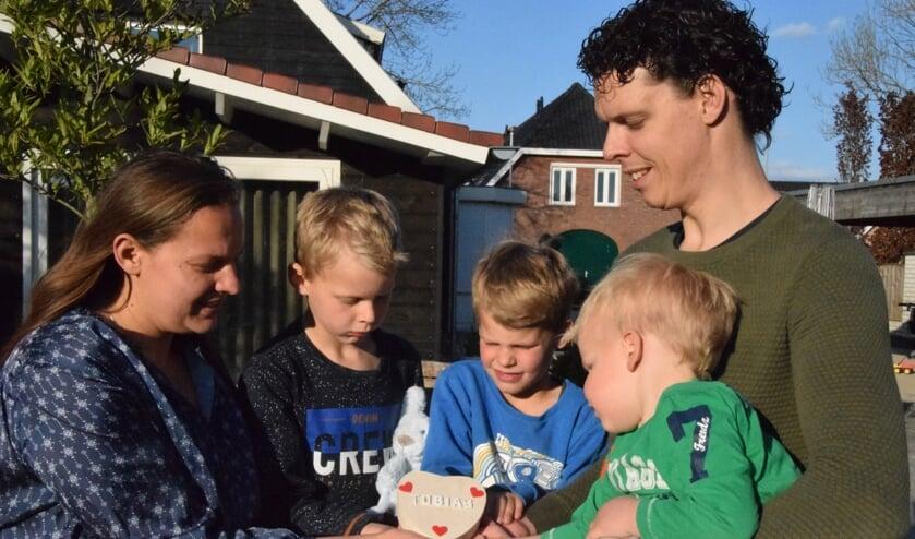<p>Daisy en Erik samen met hun kinderen.</p>