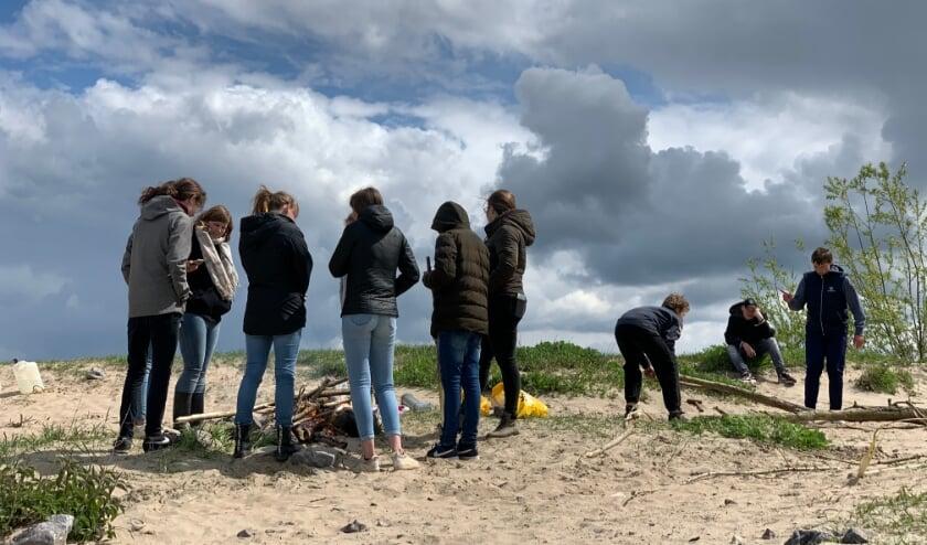 <p>De jongeren vermaakten zich op het Waalstrand in Dreumel.</p>
