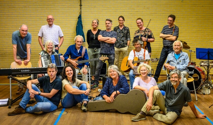 <p>De cast van Ru&iuml;netheater Batenburg.</p>