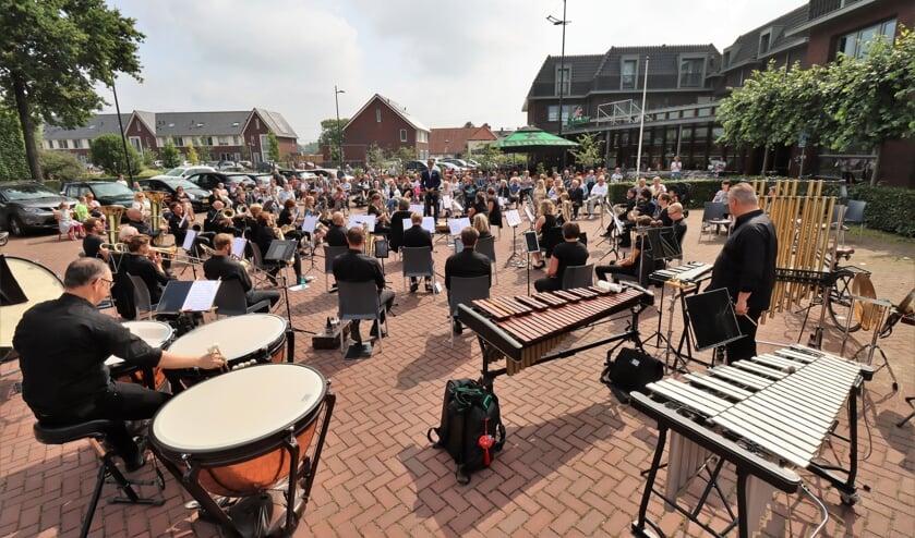 De opkomst voor het concert van Muziekvereniging Eendracht uit Afferden was zó groot dat er meer stoelen bij moesten komen.