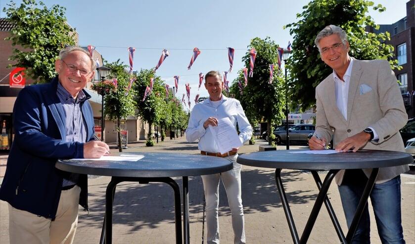 Benno van Altena (SODC), Alex Kwakernaak (Uiterwaarde) en Willy Brink (wethouder gemeente Druten).
