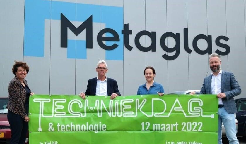 Van links naar rechts: Heske Groenendaal (algemeen directeur Metaglas), André Viets (penvoerder TechExplore24), Jeannette Verbaast (bestuurslid VNO-NCW Rivierenland) en Marcel van den Berg (Parkmanager Kellen, Latenstein, Westroijen en Medel.)
