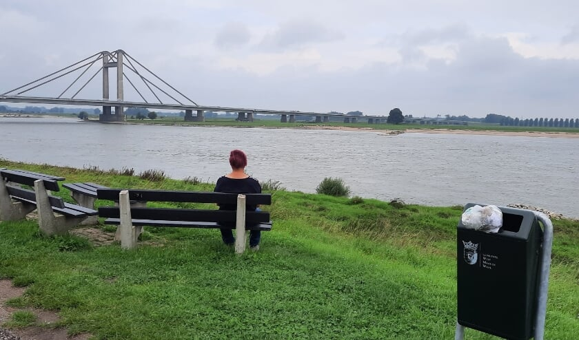 <p>Bankje met uitzicht op de PWA-brug.</p>
