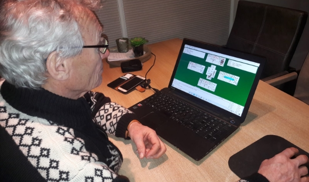 Rien speelt zelf ook vaak online bridge.
