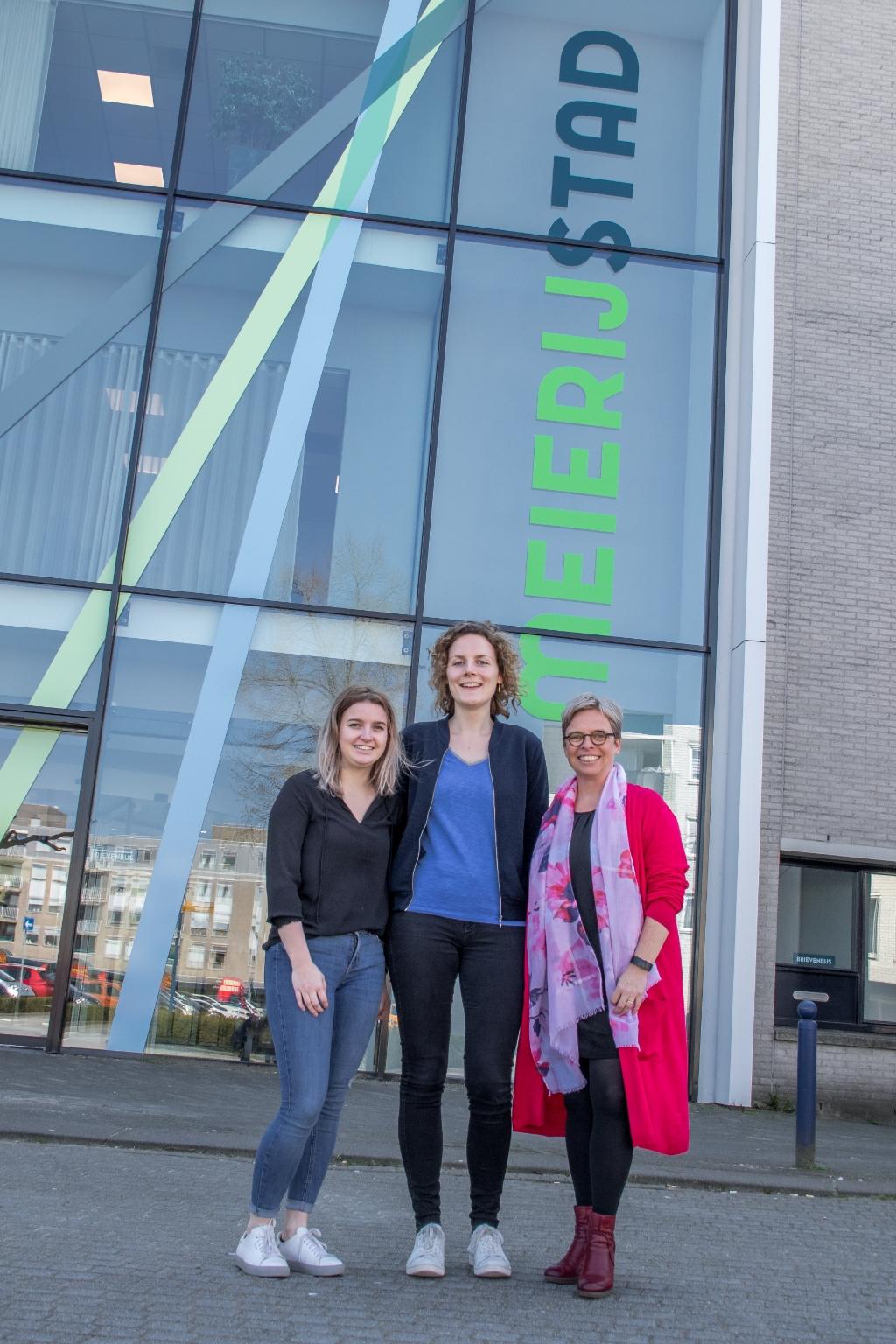 Maren Brakke, Nelleke Zomer en Esther de Bie van de welzijnsorganisaties.  © mooischijndel