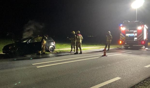 <p>Brandweer blust auto aan de Eerdsebaan in Schijndel</p>