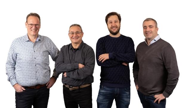 <p>Het team van Enirgy met Schijndelaar Bart Jan van Alebeek (r)</p>