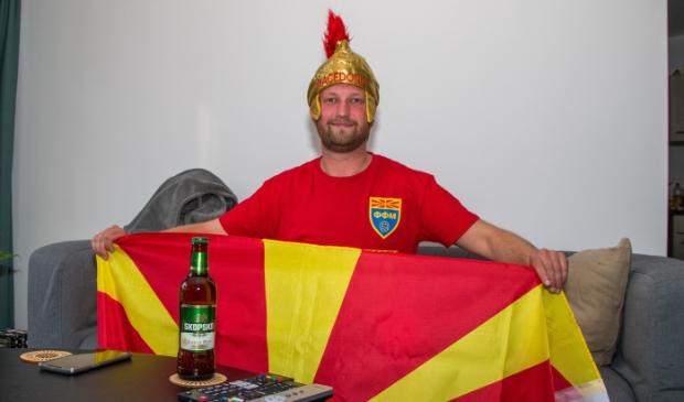 <p>Tommy Stojkovski zit er klaar voor om Macedonië aan te moedigen</p>
