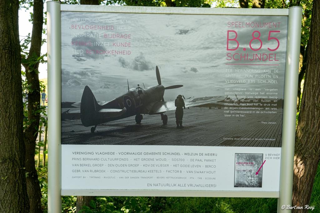 Herdenkingsproject van de Wijbossche schooljeugd bij het spitfiremonument aan de Vlaghei. Bart van Rooij © mooischijndel