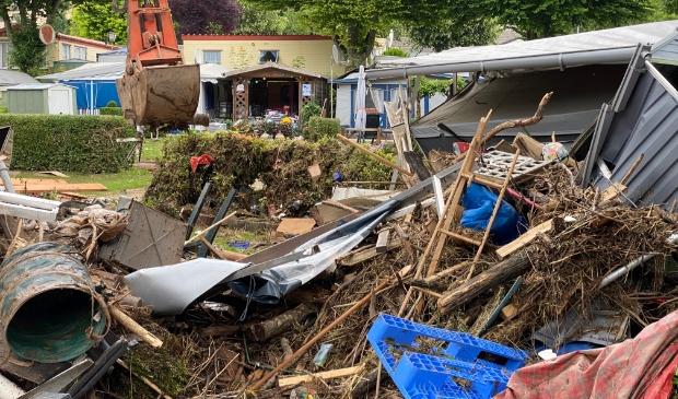 <p>Schijndelaar Bart-Jan van Alebeek heeft in Duitsland meegeholpen met het opruimen van de ravage.</p>