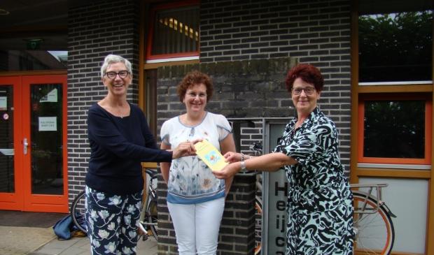 Vlnr. Rita Ketelaars (auteur), Sabien Streppel (illustrator)en aroline van den Elshout (Remedial Teacher de Heijcant).