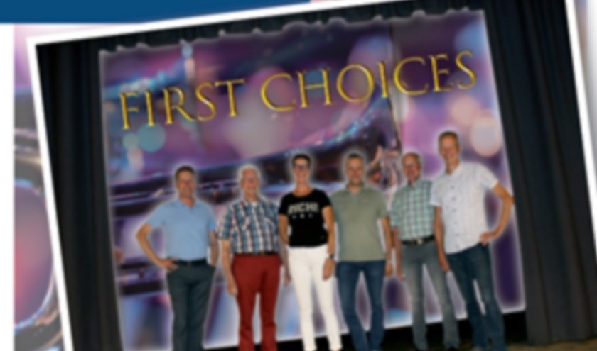 Zes jubilarissen vormen het stralende middelpunt van First Choices, v.l.n.r. Andre Cardinaal, Frans Tielen, Marja Smies, Jan van Raaij, Theu Valkenburg en Jan Valkenburg