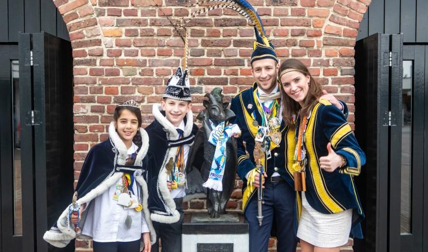 Ook Prins Tijn I, Prinses Astrid, Jeugdprins Niek en Jeugdprinses Yara gingen op de foto met de Buulder Buk