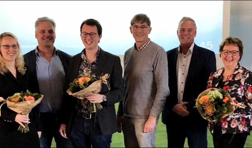 Fotobijschrift:  Volledig hoofdbestuur met v.l.n.r: Marina Eckhardt, Hans Middendorp, Glenny Davidse, Ron van Megen, Jan van Oorschot en Leonie Bruggink–Van der Steen.