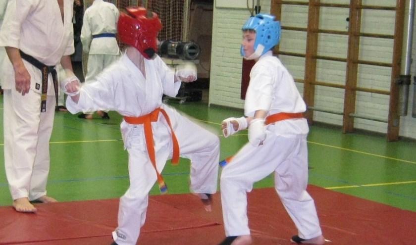 oefenen voor de wedstrijdjes (Shihan G v Kessel + 2 leden)