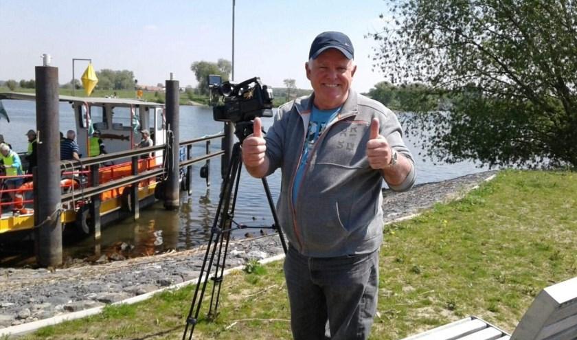 Sjef van Galen met zijn camera, foto: Sjef van Galen