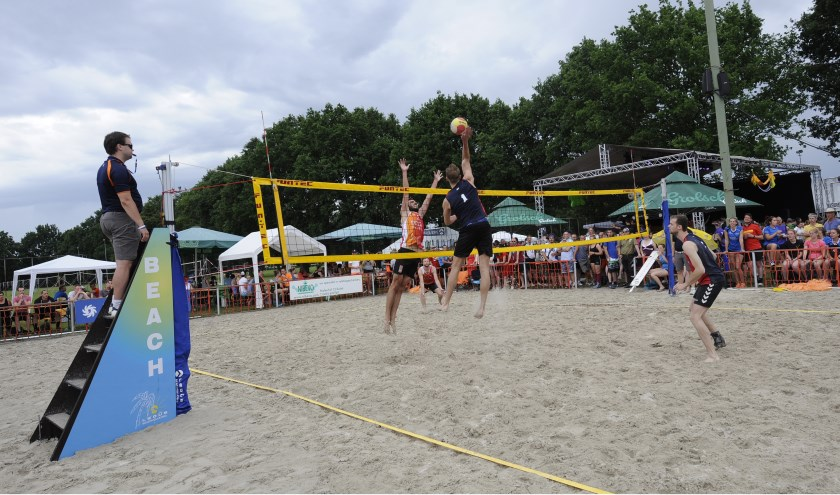 De topdivisie beachvolleybal(st)ers zullen weer voor veel kijkplezier zorgen, foto: Jos Meusen