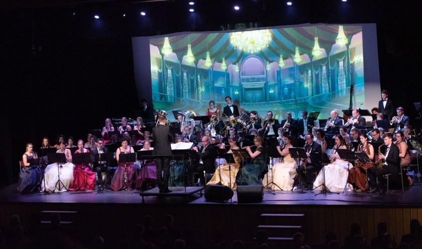 Het Nieuwjaarsconcert was heel divers met temperamentvolle Spaanse stukken maar ook romantische songs, foto: Michel Achten