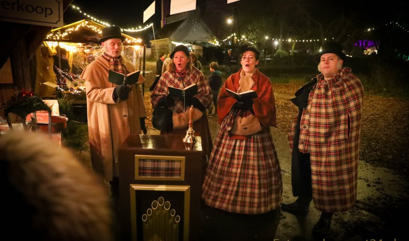 Koor Dickens Voices tijdens 1e Eynder Pieck festeyn