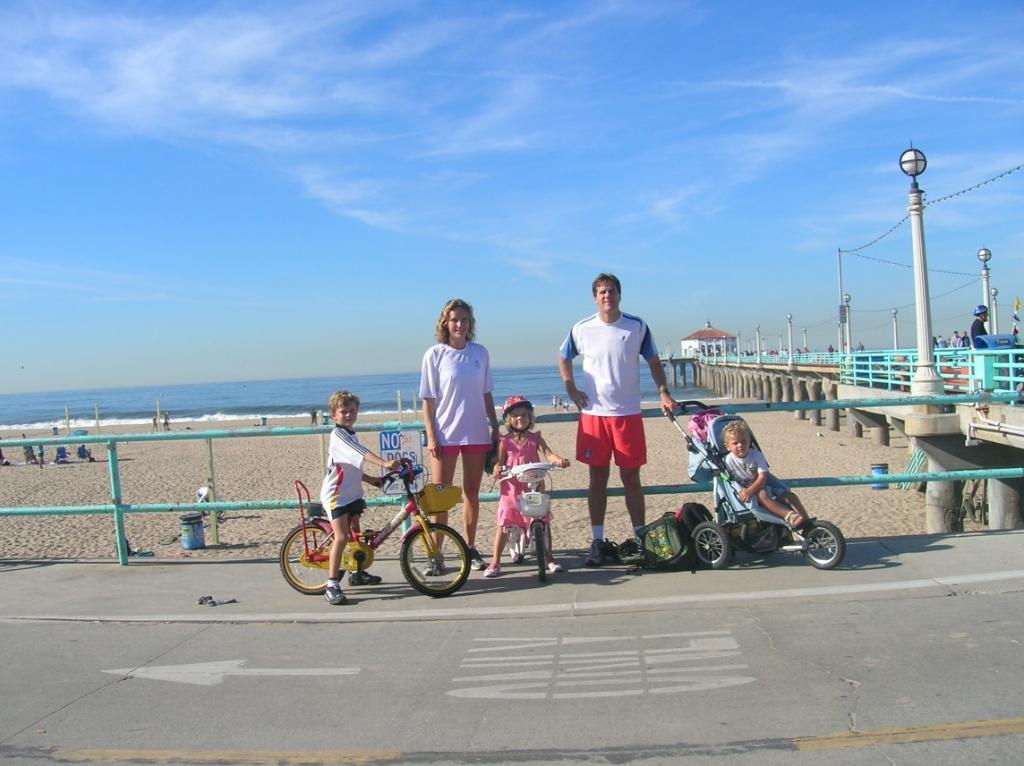 2006: Mariel van den Hengel en haar gezin zijn net gearriveerd in Manhattan Beach, Californië. Eigen foto © BDU media