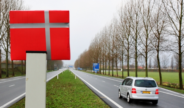 <p>Naast vaste flitspalen wil de VVD ook mobiele palen.</p>