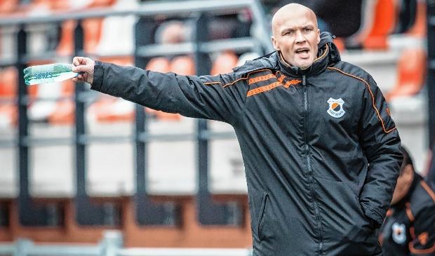 <p>Dick Schreuder in zijn tijd als trainer bij vv Katwijk. Nu wordt hij assistent bij Vitesse.</p>