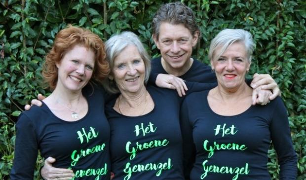 Toneelgezelschap 'Het Groene Geneuzel uit Groenekan: Frøydis Ihle, Ilja Raspe, Thomas Vencken en Brigitte Kant. FOTO: Els van Stratum
